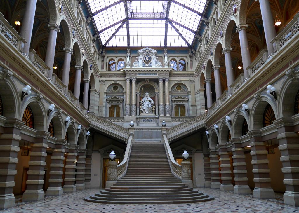 Abb.: Zentralhalle — Justitia von Emanuel Pendl